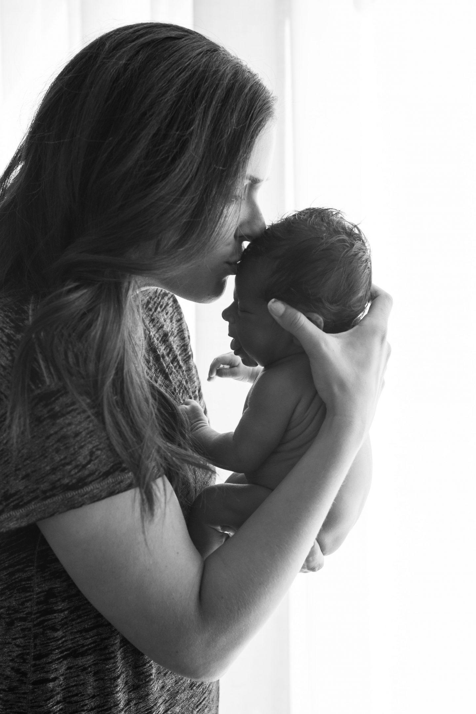 baby mom newborn photoshoot